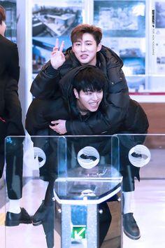 """섹시허스키♡ on Twitter: """"너 아니면 나 중 한 명은 바보🤣 YOU ARE MY BEST FRIEND #iKON #준회 #한빈… """" Yg Ikon, Ikon Kpop, Ikon Member, Koo Jun Hoe, Ikon Debut, Jay Song, Funny Boy, Kim Hanbin, Kpop Guys"""