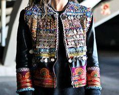 Wow, I'm in love with this amazing embellished jacket! Super on trend ;) | Wow, sono innamorata di questa splendida giacca con le applicazioni! Super di tendenza ;)