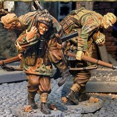 World War II British Army CS00269 Red Devil Wounded Team  - Made by The Collectors Showcase Military Miniatures and Models. Factory made, hand assembled, painted and boxed in a padded decorative box. Excellent gift for the enthusiast.