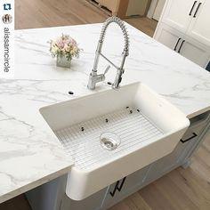 """BLANCO IKON™ 30"""" Apron Front White Composite Granite"""