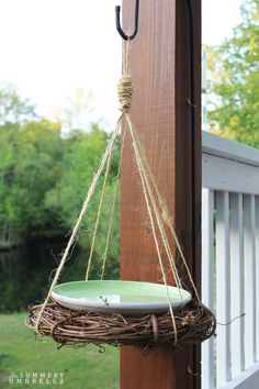 This super simple DIY rustic birdbath can be created in less than 10 minutes! All you need is a few supplies that you probably already own. MUST SEE!