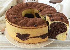 CIAMBELLONE al TIRAMISU Variegato soffice e SENZA BURRO Sweet Desserts, Sweet Recipes, Cake Recipes, Dessert Recipes, Torta Angel, German Baking, Torte Cake, Marble Cake, Oreo Cheesecake