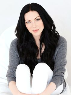 Laura Prepon. She's so freaking pale, love it.