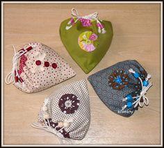 BONJOUR A TOUTES Une autre façon de faire des sacs à sac à main d'après un tuto trouvé ici http://www.paminatelier.com/article-sac-tissu-pliable-coeur---tuto-37999085.html Très sympa à faire Ils ont tous été adoptés EDIT J'ai oublié de vous dire De jolis...