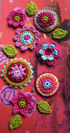 Flower Crochet, Crochet Cushions, Chrochet, Bunt, Helpful Hints, Crocheting, Butterflies, Diy Ideas, Crochet Necklace