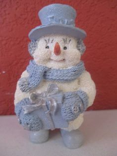 Snow Buddies Snowman With Gift