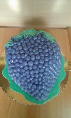 Fondant grape cake