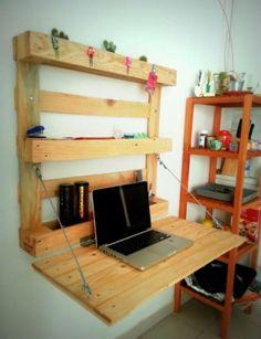 Here's a DIY desk you can easily add to your workshop this weekend! Pallet Desk, Diy Pallet Furniture, Diy Pallet Projects, Home Projects, Furniture Design, Home Office Design, Home Office Decor, Bedroom Desk, Bedroom Furniture