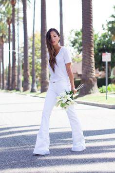 il ritorno dei pantaloni a zampa: pantaloni bianchi