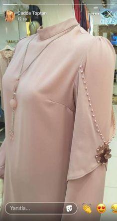 Sleeves Designs For Dresses Kurti Sleeves Design, Sleeves Designs For Dresses, Dress Neck Designs, Sleeve Designs, Kurti Designs Party Wear, Kurta Designs, Blouse Designs, Abaya Fashion, Fashion Dresses