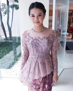 Dress brokat pendek modern 45 Ideas for 2019 Kebaya Muslim, Kebaya Modern Hijab, Model Kebaya Modern, Kebaya Hijab, Batik Kebaya, Batik Dress, Kebaya Bali, Vera Kebaya, African Traditional Wedding Dress