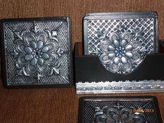 Portavasos repujados en aluminio