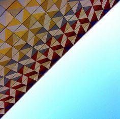 Triangle-tile-mural-Dresden-Robotron-MM.jpg 637×633 pixels