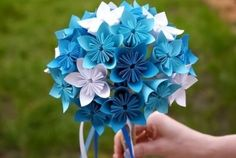 If you're a beginner to origami, the perfect way to start off is by making this simple origami flower. It's … flowers hard How To Make A Simple Origami Flower - Craftsonfire Origami Design, Diy Origami, Origami Tutorial, Origami Wedding, How To Make Origami, Useful Origami, Flower Tutorial, Diy Tutorial, Paper Origami Flowers