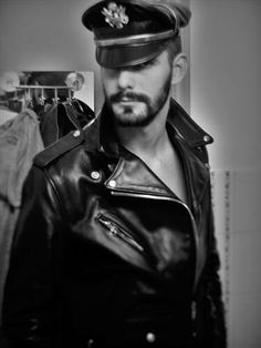 Men's Leather Jackets: How To Choose The One For You. A leather coat is a must for each guy's closet and is likewise an excellent method to express his individual design. Leather jackets never head out of styl 1950s Jacket Mens, Cargo Jacket Mens, Grey Bomber Jacket, Green Cargo Jacket, Leather Jeans, Biker Leather, Leather Cap, Black Leather, Leather Jackets