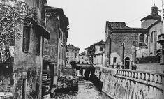 Via Fatebenefratelli, il mulino della fabbrica di cioccolato Theobroma, fine '800 e a destra S. Marco.
