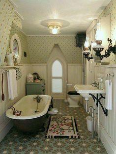 Vintage farmhouse bathroom – The Haunted Heritage – Gallery – The Greenleaf Mini… Vintage farmhouse bathroom – The Haunted Heritage … Vitrine Miniature, Miniature Rooms, Miniature Houses, Miniature Furniture, Dollhouse Furniture, Dollhouse Kits, Victorian Dollhouse, Dollhouse Miniatures, Modern Dollhouse