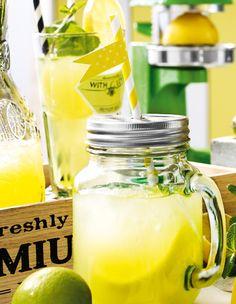 Der ideale Schutz vor Fliegen und Wespen: Das Trinkglas mit Deckel und Henkel. #Trinkglas #Limonade #Limo #Lemonade