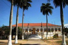 """Solar do Barão de Carapebus, atual """"Asilo do Carmo"""". Antiga casa do Engenho de Santo Antonio. Foi construído no início do século XIX, e em 1846 hospedou Dom Pedro II em sua primeira visita a Campos, quanto foi realizado um baile em sua homenagem.   Campos, Rio de Janeiro."""