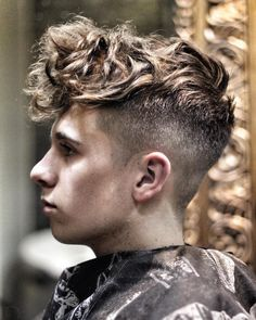 ryancullenhair_and curly hair undercut                                                                                                                                                                                 Mehr