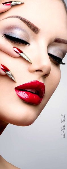Smokey Eyes with Red lips are a classic Makeup trend of Be glamorous and stylish with this unique makeup. Read Smokey Eyes ideas with Red Lips here. Silver Smokey Eye, Red Lip Makeup, Unique Makeup, Beautiful Lips, Lip Art, Lipstick Art, Red Lipsticks, Red Nails, Beauty Make Up