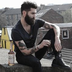 """Chris John Millington not only has a sweet smelling vanilla and MANgo beard oil but also has great taste in drinks. Best Beard Styles, Hair And Beard Styles, Chris Millington, Bart Tattoo, Bart Styles, Sexy Bart, Chris John, Look Man, Great Beards"