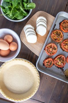 Roasted Tomato, Mozzarella, and Spinach Quiche Recipe Tomato Quiche, Spinach Quiche Recipes, Asparagus Quiche, Frittata, Basic Quiche Recipe, Cooking Recipes, Healthy Recipes, Healthy Meals, Yummy Recipes
