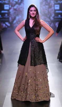37 ideas dress fashion week outfit for 2019 Indian Wedding Outfits, Pakistani Outfits, Indian Outfits, Wedding Dress, Indian Weddings, Wedding Hair, Kurti Designs Party Wear, Lehenga Designs, Indian Designer Outfits
