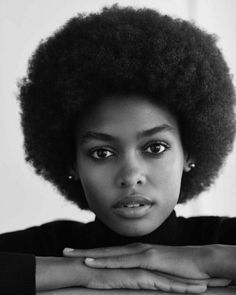 Big Afro hairstyles are basically the bigger and greater version of the Afro hairstyles. Afro which is sometimes shortened as 'FRO, is a hairstyle worn naturally outward by The African American black people. African Hairstyles, Cool Hairstyles, Natural Afro Hairstyles, Style Afro, Curly Hair Styles, Natural Hair Styles, Pelo Afro, Pelo Natural, 4c Natural Hair