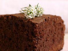 Un delicioso bizcocho de chocolate con almendra molida. - Receta Postre : Bizcocho de chocolate amargo por Rosabocadosdulcesysalados