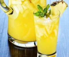Nothing better than enjoying a terrace or pool with a delicious sparkling sangria with pineapple! Healthy Breakfast Recipes, Healthy Drinks, Healthy Recipes, Healthy Smoothie, Smoothies, Parfait, Sparkling Sangria, Summer Cocktails, Summer Sangria