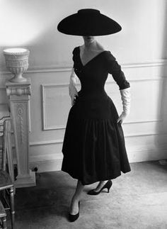 1950s Balenciaga. Not loving the salad bowl hat but love the open neck, full skirt design form the 50s