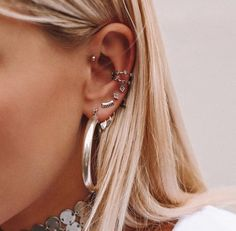 As half of 2018 is already gone, and you still don't know what kind of ear piercing to get, we Ear Jewelry, Cute Jewelry, Body Jewelry, Jewelery, Jewelry Crafts, Jewelry Art, Jewelry Making, Bridal Earrings, Crystal Earrings