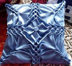 Pillow (Tutorial) with Canadian Smocking - This is so cool! I want to learn how to do this!