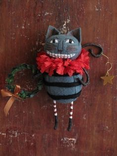 Alice in Wonderland Cheshire Cat Ornament Kit Pattern Cheshire Cat Alice In Wonderland, Alice In Wonderland Party, Felt Ornaments, Christmas Ornaments, Halloween Ornaments, Christmas Stockings, Christmas Decorations, Chesire Cat, Mad Hatter Tea