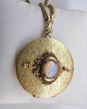 Hand Joy Créations - Bijoux de Créateur Rétro Vintage réalisés à partir de pièces de bijouterie anciennes - Collection Baroque Tendance Victorienne.