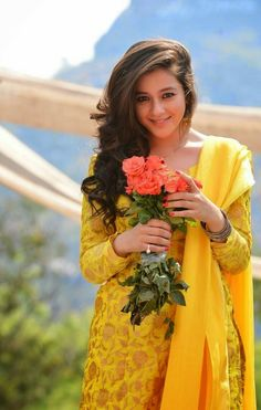 World's beautiful girls Girls Dp Stylish, Stylish Girl Images, Indian Tv Actress, Indian Actresses, Elegant Girl, Dress Indian Style, Simple Girl, Girl Smoking, Girls In Leggings