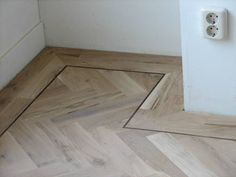 Nieuwe pvc vloer van therdex herringbone en een geschilderde kast le