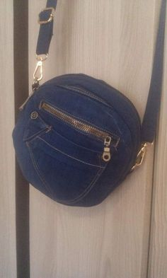 Best 10 Jeans handbag, all pockets with function, bag is very stable Length can be individually adjusted and is easily can Denim Ideas, Denim Crafts, Round Bag, Craft Bags, Denim Bag, Handmade Bags, Small Bags, Purses And Bags, 12 Image