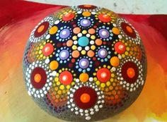 Roca pintada colores vibrante de Mandala de por P4MirandaPitrone