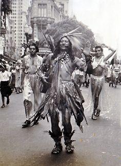 Índio na Av. Rio Branco.