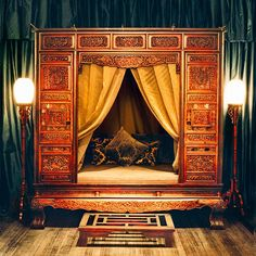A Ming dynasty bed adorns a private dining room at the Shanghai Peninsulas Yi Long Court restaurant.