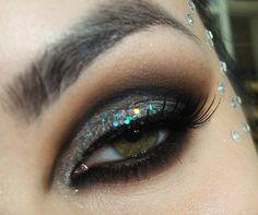 Tutorial – maquiagem luxo de Carnaval com glitter prata holográfico