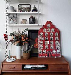 Laura в Instagram: «Unter einer infamen Lüge hat sich mein Freund am Samstag aus dem Haus geschlichen, um diesen schönen Adventskalender abzuholen, den ich…» Diy Advent Calendar, Linen Bag, Christmas Gifts, Rustic, Holiday Decor, Instagram, Home Decor, Boyfriend, Advent Calendar