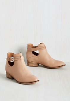 Have your eye out for a gem of a shoe? Look no further - these Seychelles booties make the cut. Crafted with rich leather in a neutral ecru hue, these kicks are styled up with stacked heels, silver-buckled straps, and side cutouts, creating a pair that's a 'treasure' to wear.