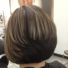 Inverted bob, stacked in the back. With blonde and lava highlights Short Hair With Bangs, Hairstyles With Bangs, Short Hair Cuts, Layered Hairstyles, Hairstyles 2018, Medium Hair Styles, Short Hair Styles, Hair Medium, Hair Doo