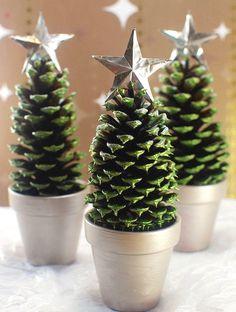 DIY HOLIDAY DECÓR: Pine Cone Christmas Trees