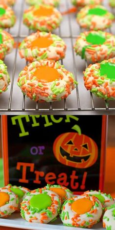 Halloween Thumbprint Cookies - Orange and green frosting and sprinkles give these classic a festive look! Halloween Thumbprint Cookies - Tender, buttery sugar cookies that are perfect for your next Halloween party! Halloween Desserts, Halloween Cupcakes, Dulces Halloween, Halloween Food Crafts, Soirée Halloween, Halloween Baking, Halloween Goodies, Holiday Baking, Halloween Dessert Recipes