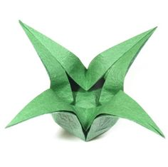 page Instructions to learn how to make a four-pointed lovely origami star box. Origami Star Box, Origami Ball, Origami Heart, Origami Butterfly, Origami Flowers, Origami Paper, Origami Wedding Invitations, Diy Christmas Lights, Butterfly Kids
