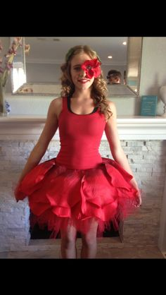 Dancing Rose from Alice in Wonderland 31 Disney Costume Tutorials You Have To Try This Halloween Costume Fleur, Rose Costume, Flower Costume, Jasmine Costume, Ballet Costumes, Disney Costumes, Dance Costumes, Cosplay Costumes, Woman Costumes